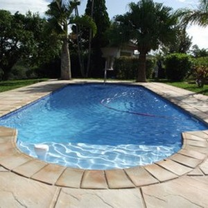 Easylife pools contact us easylife pools for Fibreglass pools vs concrete pools